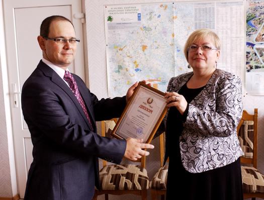 Вручение диплома мозырянину Александру Зозуля (фото Игоря Малащенко)