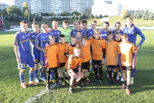 БАТЭ с юными футболистами