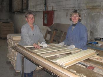 Станочники Мозырского ДОКа Лидия Литвинчук и Нина Сергутко работают на предприятии более 20 лет