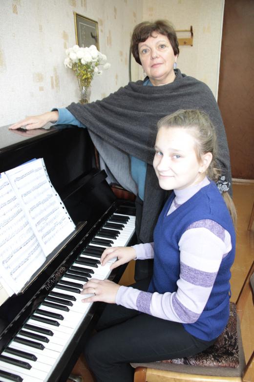 Наталья Семеновна Корчева и Элина Зенькович (детская школа искусств г.Мозырь)