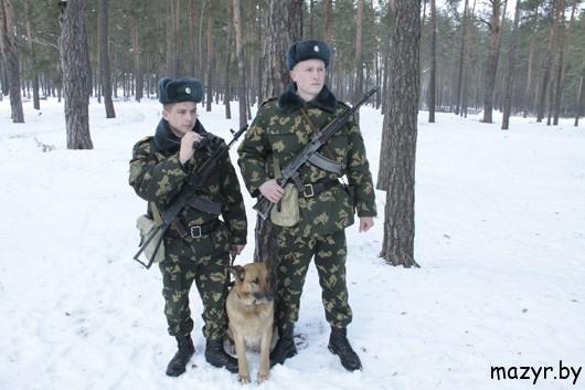 старший сержант отдела пограничной службы «Прудок» Артем ЗАХАРЧЕНКО и младший сержант Евгений ЮЩЕНКО