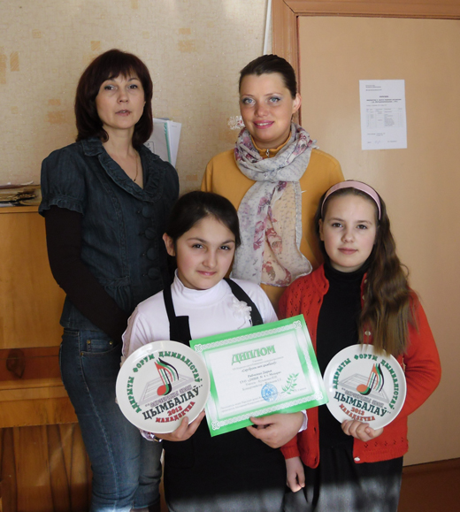 педагог Наталья Кузьменко, концертмейстер Екатерина Жильская, ученицы Дарья Рябченко и Елизавета Ларионова.