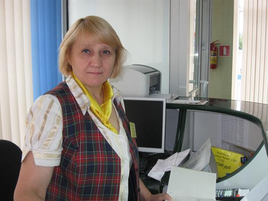"""Продавец 6-го разряда Жанна Ропот (магазин """"Мебель"""") посвятила работе  в торговой отрасли почти 30 лет."""