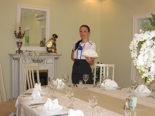 """Официант ресторана """"Полесье"""" Мария Ковальчук"""