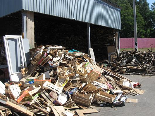 Древесные отходы не выбрасывают, используют в собственной котельной.
