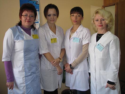 ЦГП: медсестры эндокринологического кабинета Л.А.Алешко, Н.И.Гарбач и врачи-эндокринологи О.В.Веретина и Л.М.Далинчук.