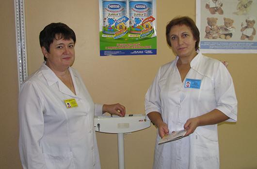 Детская городская поликлиника: медсестра В.А.Дергунова и врач-эндокринолог Л.С.Монец.