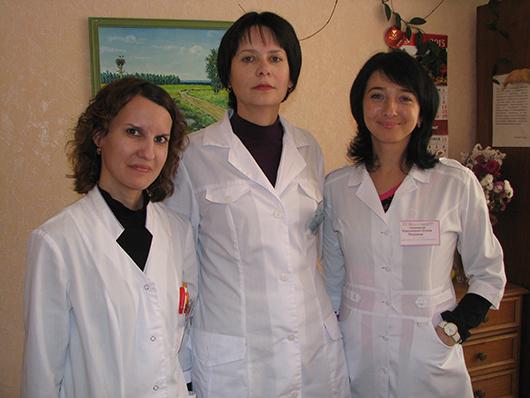 Поликлиника № 2: главный внештатный эндокринолог Мозырского района Е.И.Савицкая (в центре) с медсестрами Е.И.Науменко и Е.П.Хорошкевич.