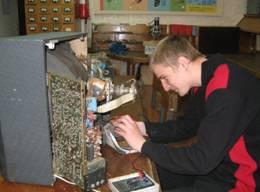 Андрей Домасевич —электрик-сантехник строительной организации.