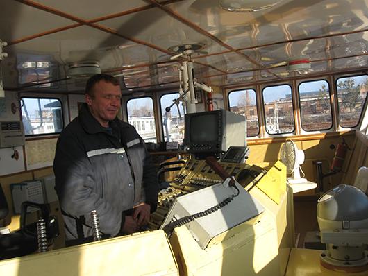 """Капитан теплохода """"Надежда"""" и БТ-0686 Сергей Владимирович Шумак видит широкие перспективы своей команды в следующей навигации."""