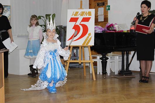 """В Мозырской детской художественной школе искусств состоялся традиционный конкурс на лучший маскарадный костюм """"Юный дизайнер"""""""