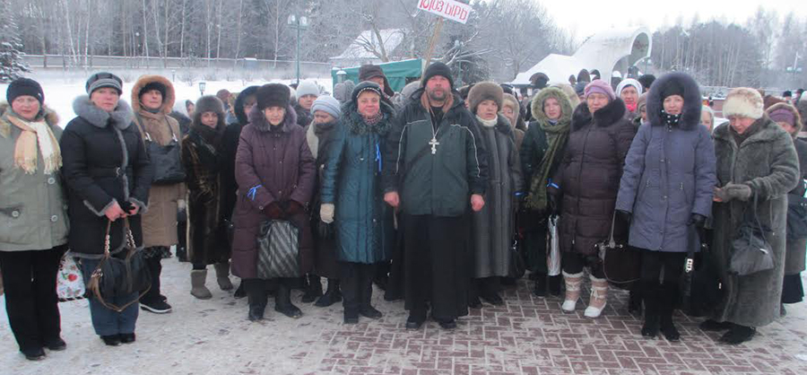 Паломники из Мозыря, а это 115 человек, поклонились Дарам волхвов.