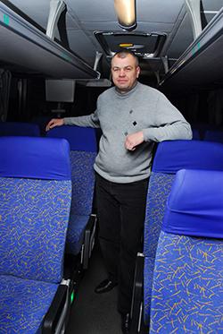 Сергей Алексеевич Ничипоренко осматривает салон перед тем, как в него войдут пассажиры.