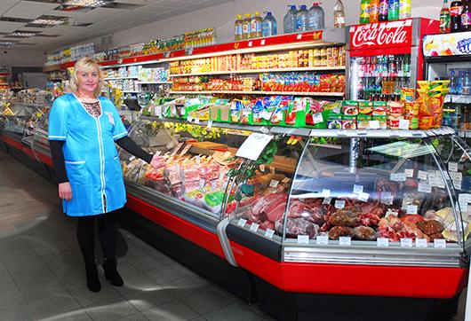 """Заведующая магазином """"Лепота"""" Людмила Поповец: """"30 марта — 10 лет, как открылся наш магазин. Поздравляю коллектив и наших покупателей. Приходите, вам здесь всегда рады!"""""""