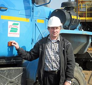На шасси автомобиля, водителем которого на протяжении многих лет является Михаил Дмитриевич Сигай, установлена каротажная станция для геофизических исследований скважин.