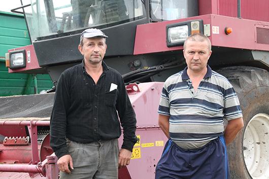 Н.И.Мишков и В.В.Гусак в хозяйстве трудятся более 20-ти лет.