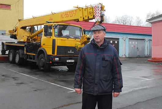 Вся техника должна быть  в рабочем строю!  Это важнейшая забота службы Олега Васильевича Чадовича, главного механика.