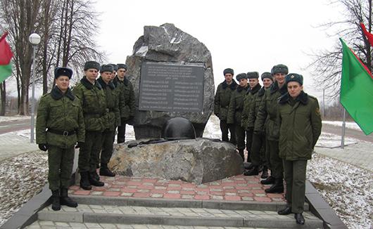 На кургане Славы Замполит  с военнослужащими