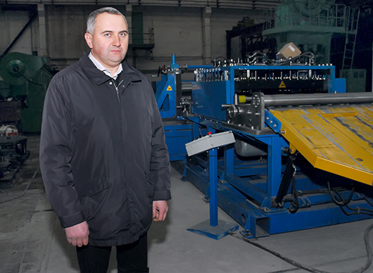 А.С.Дуброва демонстрирует новое оборудование.
