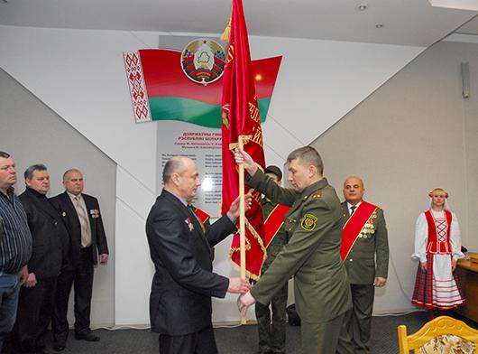 Накануне Дня памяти воинов-интернационалистов в Мозырском райисполкоме состоялись прием и торжественная церемония вручения Знамени МРО ОО БСВВА