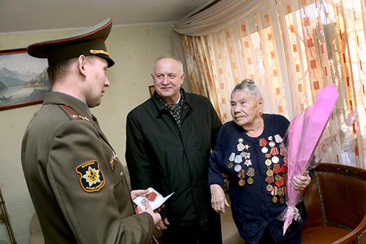 Юбилейная медаль вручена Татьяне Никитичне Барбылевой.  А теперь — сердечные слова благодарности человеку,  приближавшему Великую Победу.