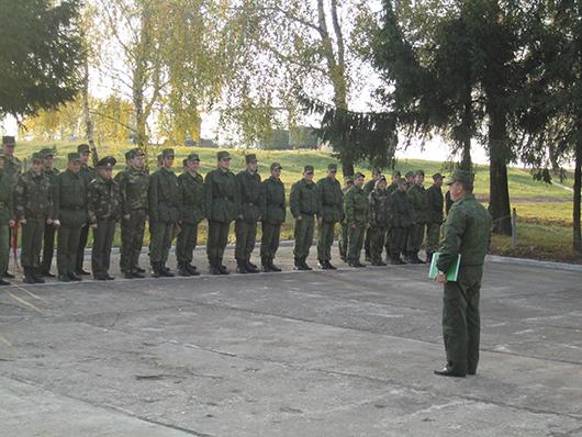 копылович выступает перед батальоном