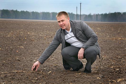 Главный агроном хозяйства Александр Петрович Минич  уверен в том, что человеческий фактор —  основное условие успеха любого предприятия.