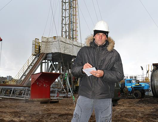 Зам. начальника ПГБ С.А.Синькевич рассказывает, что данная мобильная буровая РЭС-200 за небольшой период времени отлично зарекомендовала себя на предыдущих объектах.