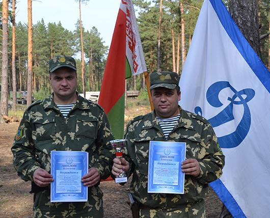 Команда Мозырского погранотряда: Сергей Гладченко  и Дмитрий Бобков.