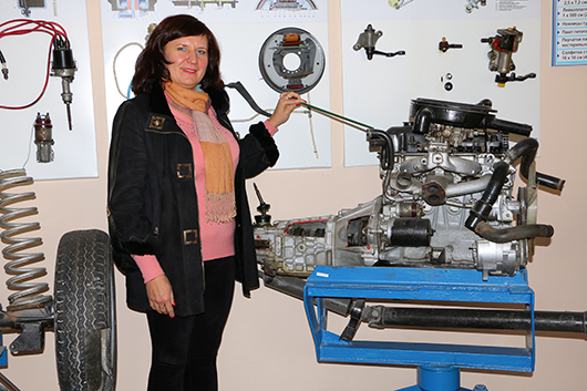 Преподаватель И.С.Генишенко: изучаем устройство двигателя.