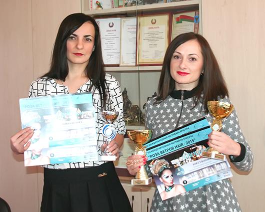 Парикмахер 6-го разряда Ольга Возюра  и мастер по маникюру Зоя Суворова.