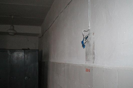 Провод с поврежденной изоляцией, под напряжением, может как минимум привести к электротравме…