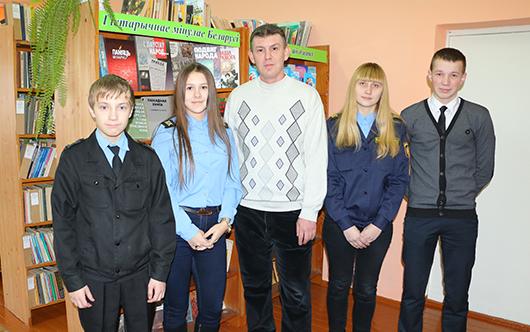 Дмитрий Борисович Зарецкий вместе с учениками.