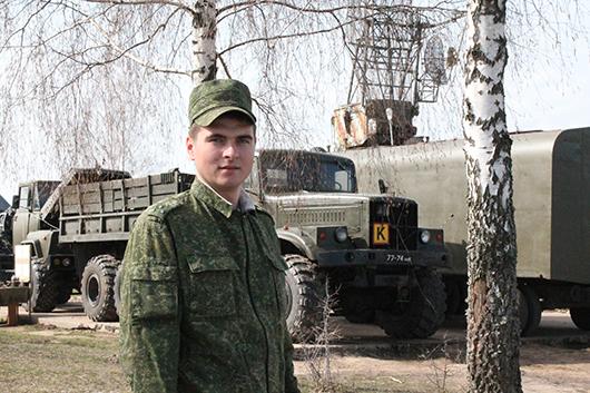 Старший лейтенант Андрей Гришин – начальник подвижной группы (радиолокационная маловысотная) – успешно справляется со своими обязанностями.