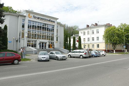 Улица Ленинская – деловой центр города.