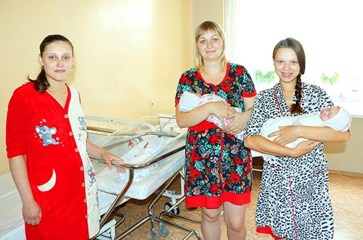 Оксана Чирич, Надежда Крот и Марина Мисякова  — веселая компания мамочек.