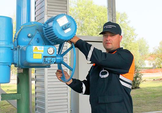 Слесарь по ремонту технологических установок 6-го разряда механо-технологической службы Сергей Алесич.