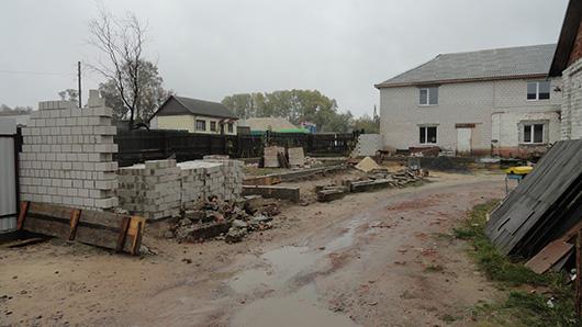 Самовольное строительство кирпичной постройки в пер. Малинина в Мозыре.