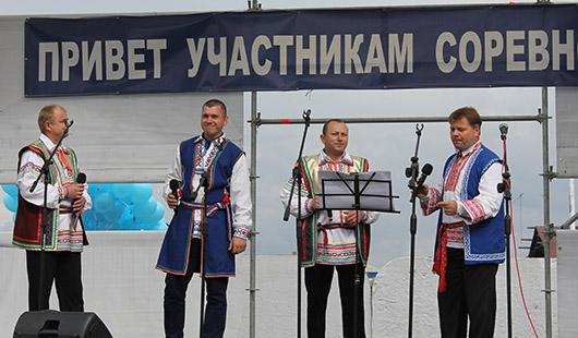 """Паузы заполнялись вокальными выступлениями работников ПУ """"Мозырьгаз""""."""