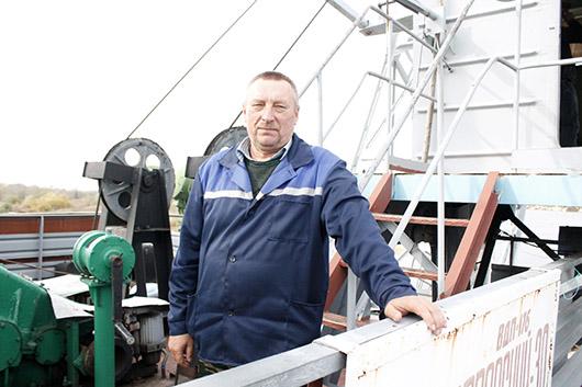 Командир плавкрана ВД-30 Михаил Николаевич Гомаров.