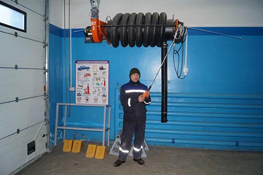 Участок обслуживания и ремонта автотранспортного цеха оборудован приспособлением для удаления выхлопных газов из автомобиля — таким может похвастаться далеко не каждое предприятие.