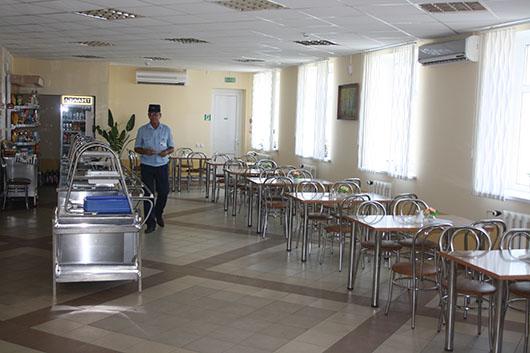Обедают работники ПХГ в комфортных, почти домашних условиях.