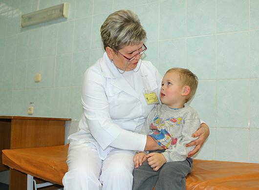 Теперь Сашка точно знает: в больнице не страшно, а врачи такие добрые! Особенно тетя Таня (медсестра Т.В.Груздова). Температуру померяла и обрадовала: 36,6. А значит, полностью здоров!