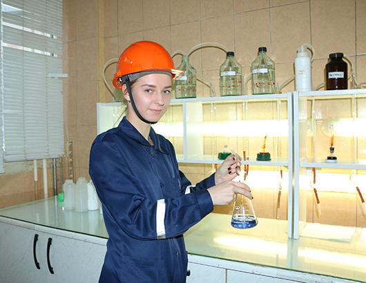 Вероника Цалко определяет качество химочищенной воды по показателю жесткости.
