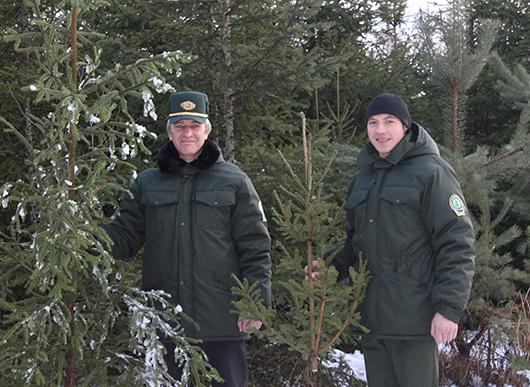 Помощник лесничего Слободского ОПЛ Николай Курилишин и лесник Сергей Гнедько.