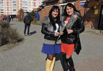 День комплиментов, цветов и подарков на мозырском рынке «Привоз»