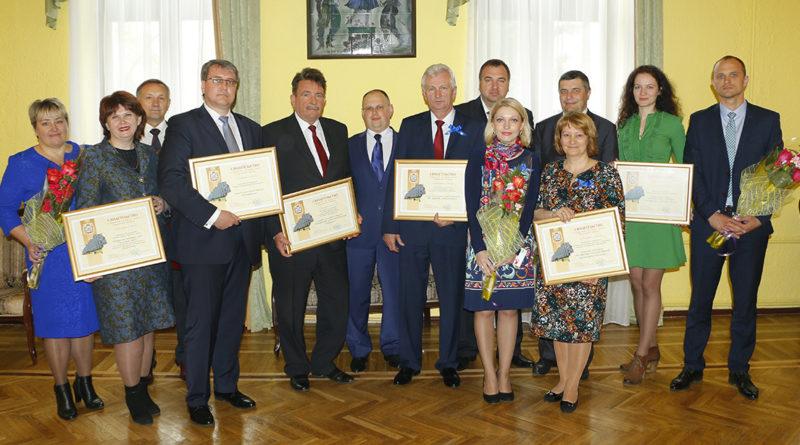 По итогам работы за 2016 год на Доску почета Гомельской области занесено 7 предприятий Мозырского района