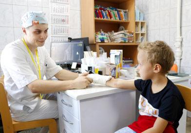 До восьмидесяти пациентов в день иной раз приходится принимать врачу-травматологу в Мозырской детской больнице