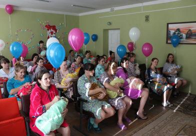 Мозырских рожениц с Днём матери поздравили в роддоме