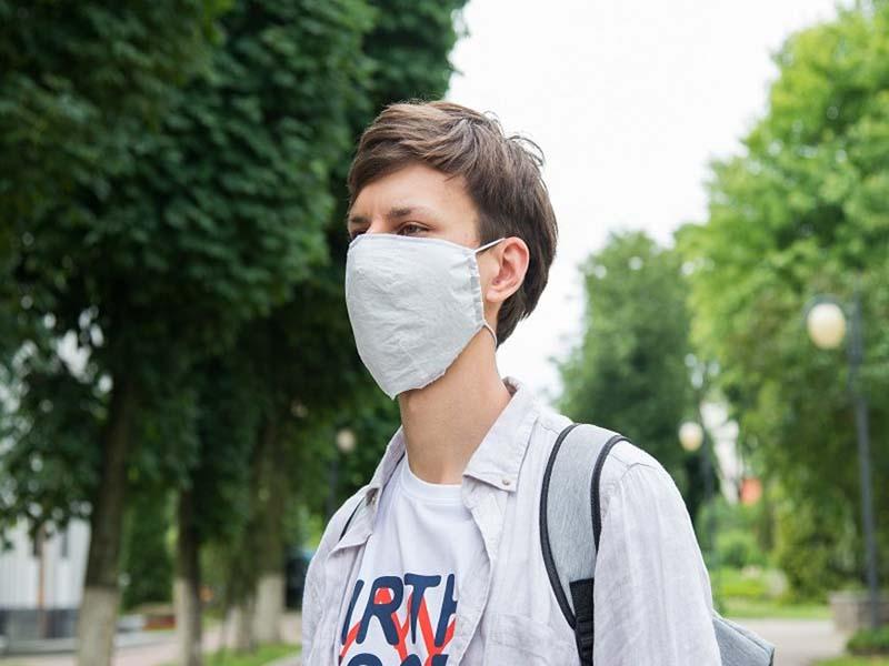 Ученые БГУ разработали многоразовую защитную маску из материала на основе полиэфира.
